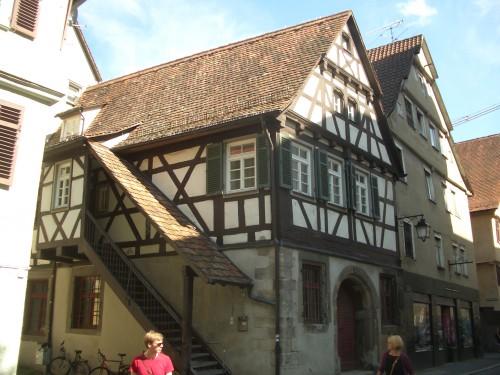 Die Uni-Stadt Tübingen am Neckar hat neben dem Tübinger Stift einige Sehenswürdigkeiten