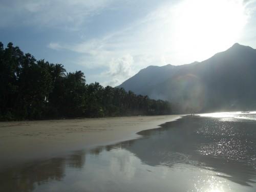 Der Strand in Sabang nahe Puerto Princesa auf Palawan ist einmalig
