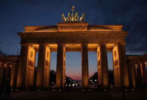 Mit dem Mietwagen kann man bis vor das Brandenburger Tor in Berlin fahren