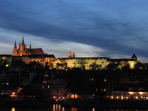 Bei einer Klassenfahrt nach Prag kann man viele Prager Sehenswürdigkeiten entdecken wie etwa die Burg