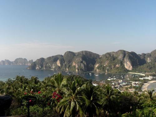 Wanderung zum viewpoint mit Ausblick auf die Insel Phi Phi