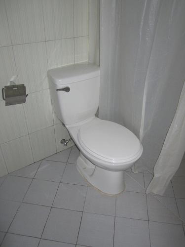 sauberes Bad im philippinischen Hotel