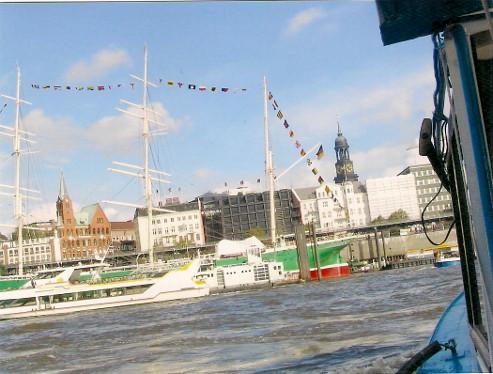 Auf Hafenrundfahrt im Hamburger Hafen © reise-typ.de