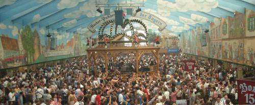 """Die Oktoberfest-Zelte werden auch dieses Jahr wieder gut besucht sein - hier zu sehen: der """"Himmel der Bayern"""". Foto: Reise-Typ.de"""