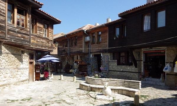 Altstadt von Nessebar - Wiedergeburtshäuser, typisch für die bulgarische Schwarzmeerküste - UNESCO-Weltkulturerbe