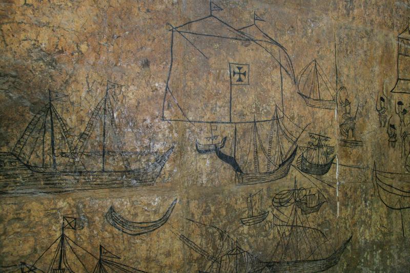 alte, portugiesische Skizzen in einem Raum von Fort Jesus. © Willi Dolder
