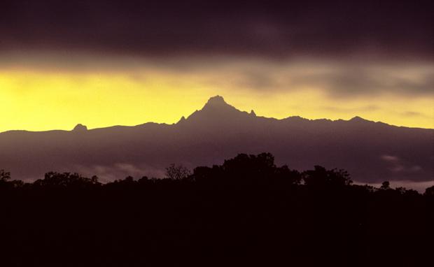 Mount Kenya bei Sonnenaufgang, von Naro Moru aus gesehen. © Willi Dolder