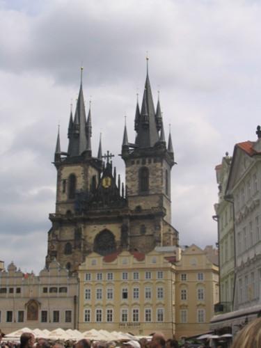 Blick auf die Teynkirche in Alt-Prag