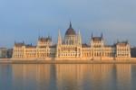 Das schöne Parlament in Budapest an der Donau